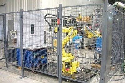 Fanuc robotic welding cell with cage